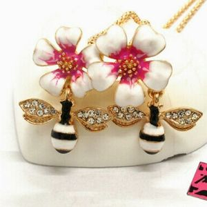 Betsey Johnson Bee On Flower Necklace
